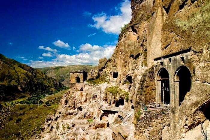 visit Georgia vardzia caves